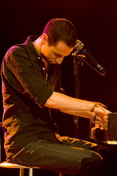 Avi at piano brazil2011